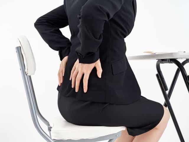 骨盤の歪みから来る症状に悩む女性